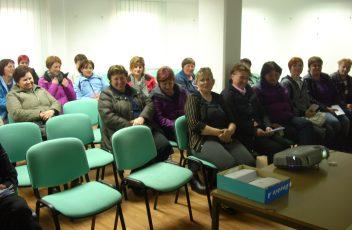 - Zadovoljne udeleženke predavanja s predavateljico Ireno Rangus Pust