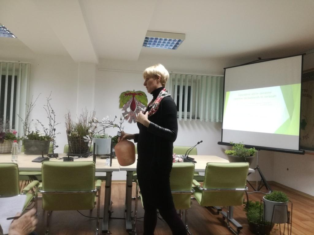 Predavanje: Novi trendi uporabnih  in okrasnih rastlin na  balkonih in terasah
