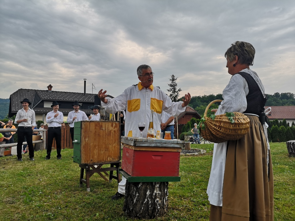 Letošnji Slakov in Pavčkov pohod v znamenju čebel in čebelarstva